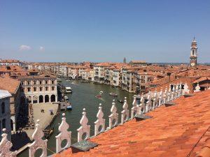 Ausblick vom Dach des Departmentstore Fondaco dei Tedeschi Venedig von oben Blick auf den Canal Grande