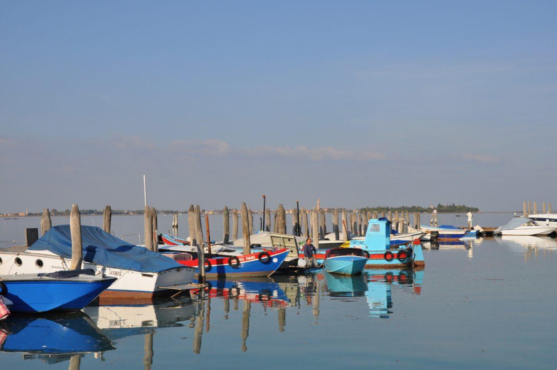 Boote auf Sant Erasmo einer der Inseln in Venedig Venezia