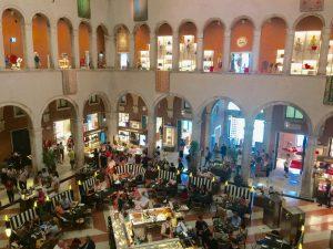 Café im Fondaco Dei Tedeschi einkaufen in Venedig