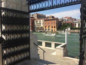 Museen in Venedig Der Blick von der Terrasse des Peggy Guggenheim Museums