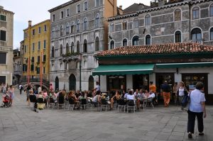Aperitivo Bar Zanzibar in Venedig