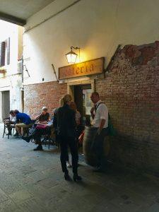 Cicchetti Cichetti kleine Happen Häppchen zum Aperitif in Venedig im Al Portego