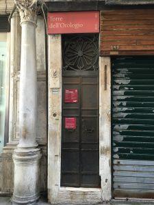 Geheimtipp Eingang zum Torre dell'Orologio Uhrturm am Markusplatz in Venedig