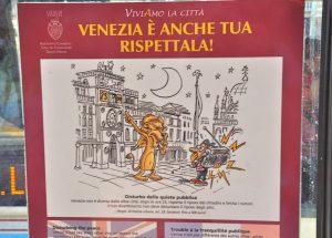 Respekt vor Venedig versucht man an den Vaporetto Haltestellen nahezubringen