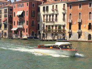 Transfer Flughafen Venedig mit dem Wassertaxi auf dem Canal Grande